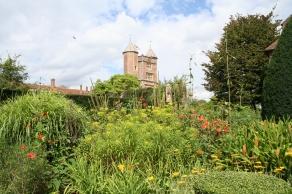 Sissinghurst Castle Garden (c) Jane Risdon 2015